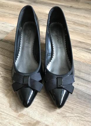Туфли лодочки на низком каблучке