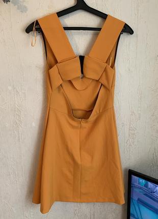 Срочно! супер яркое платье с очень красивой спинкой zara