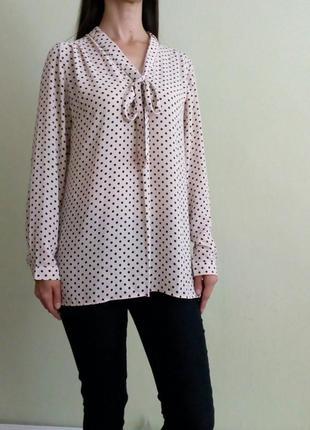 Красивая лёгкая бежевая блуза