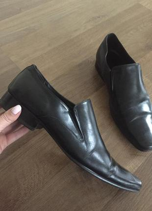 Кожаные туфли мокасины clarks