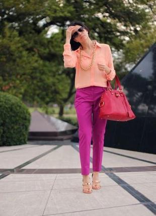 Яркие и стильные брюки чтнос
