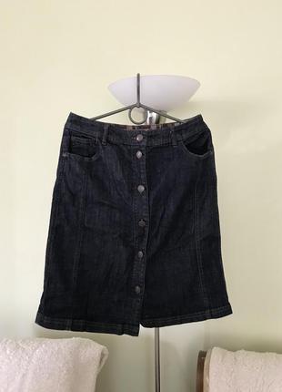 Модная джинсовая юбка на пуговицах
