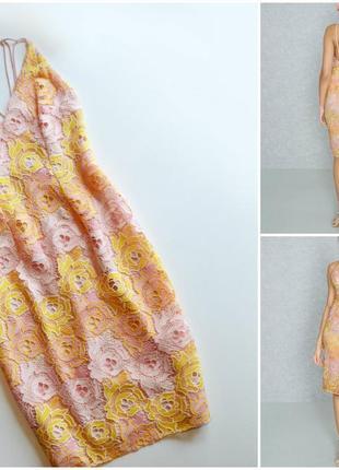 Нежное  платье с цветочными кружевными аппликациями и красивой спинкой
