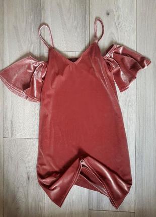 Идеальное бархатное платье с открытыми плечами