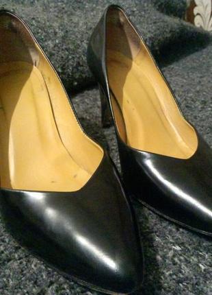 Чёрные лакированные туфли minelli