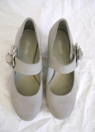 Очень красивые туфли ariane р.36 состояние новых.3 фото