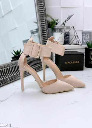 Стильные бежевые туфли на высоком каблуке