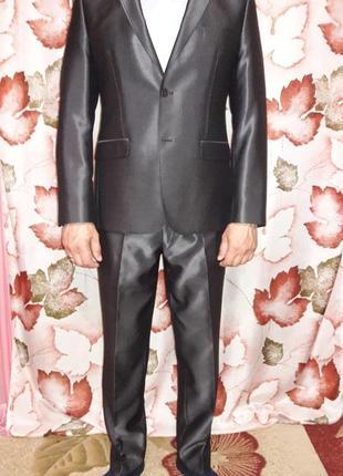 Классический, стильный, серый костюм от воронина