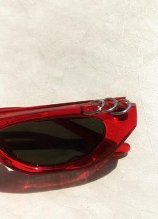 Трендовые узкие красные очки