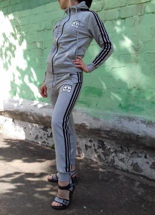 Женский спортивный костюм adidas