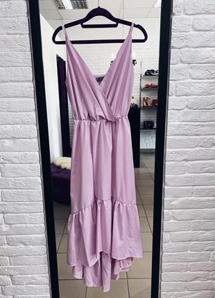 Стильное платье на бретелях лилового цвета в наличии