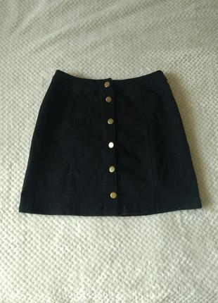 Черная джинсовая мини юбка на заклепках пуговицах ravi famous.