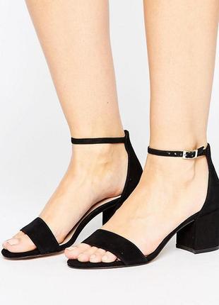 Шикарные босоножки на широком каблуке