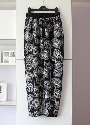 Легенькие брюки в цветы от topshop