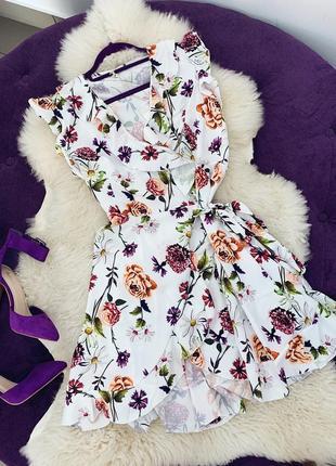 Стильное цветочное платье на запах в наличии два цвета