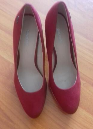 Суперські туфлі на  каблуку