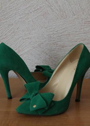 Невероятно красивые туфли изумрудного цвета2 фото
