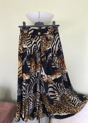 Легкая юбка с  принтом больших кошек.