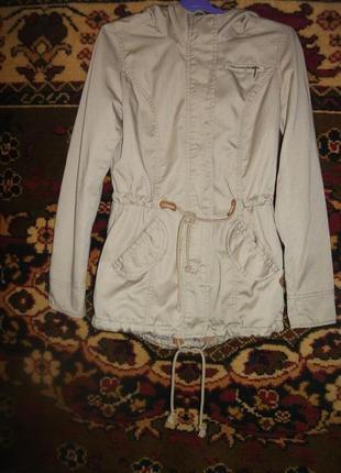 Куртка,ветровка спортивная телесного цвета