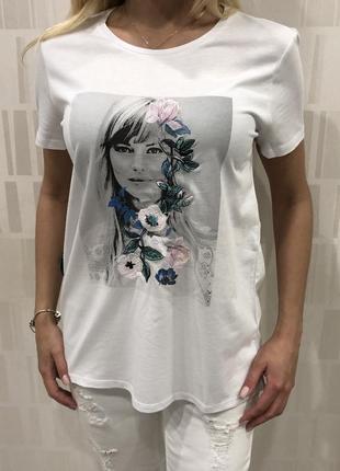 Белая хлопковая футболка с принтом. mohito. размеры уточняйте.