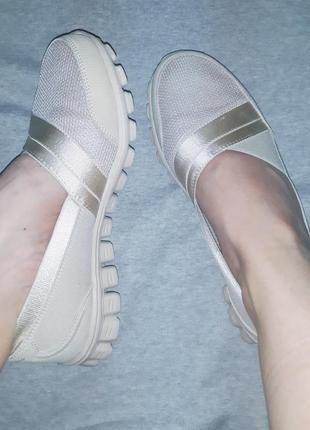 Крутые легкие летние мокасины (балетки, кроссовки ) бежевого цвета skechers