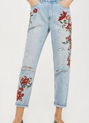 Трендовые джинсы с вышивкой.