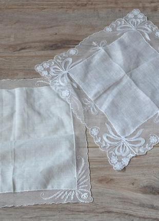 Шёлковые платочки с кружевом.