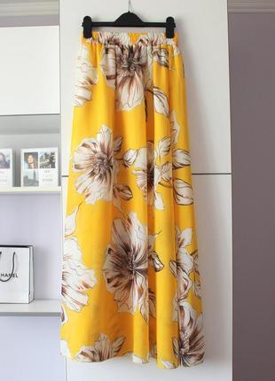 Желтая шифоновая юбка в цветы