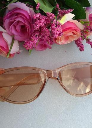 Новые стильные очки, бежевые