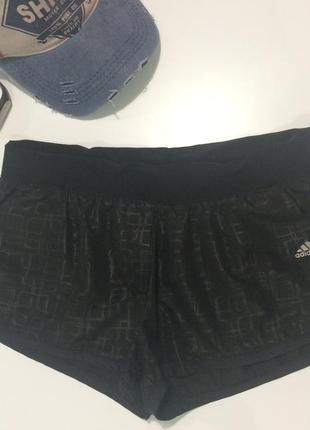 Спортивные шорты с карманами