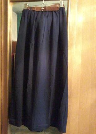 Длинная юбка из легкой ткани на подкладке, пояс резинка