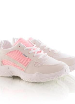 Женские кроссовки на шнуровке