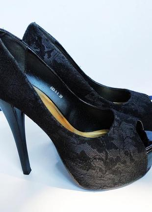 Туфли на высоком каблуке платформа