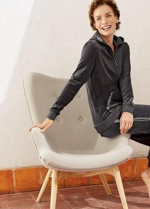Отличный велюровый костюм с паетками, esmara , размер евро 46-48, наш 52-54, новый