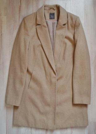 Бежевое двубортное пальто