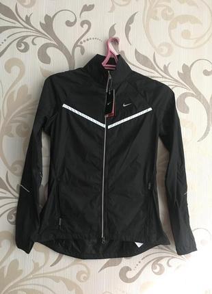Чорна бігова тонка куртка вітровка nike дощовик
