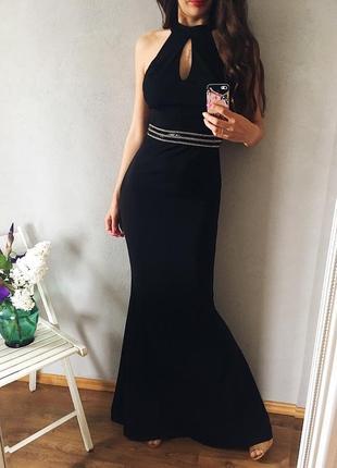 Нарядное вечернее платье по фигуре силует рыбка с открытой спиной