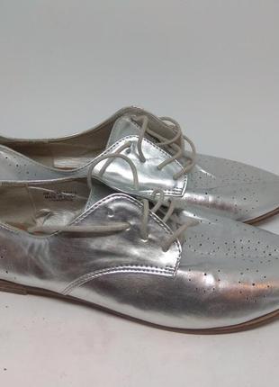 Стильные туфли 41 размер серебро