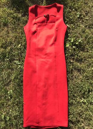 Крутое, красное платье, красивое декольте