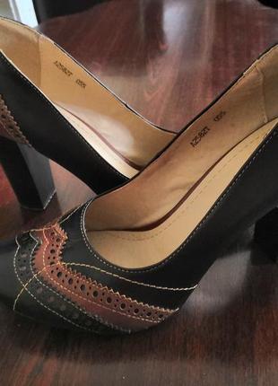 """Туфли с интересными вставками """"под кружево"""""""