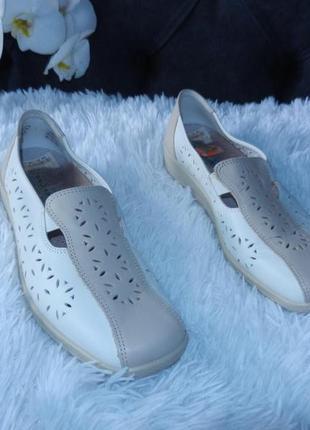 Босоніжки -туфлі 38,5 розмір