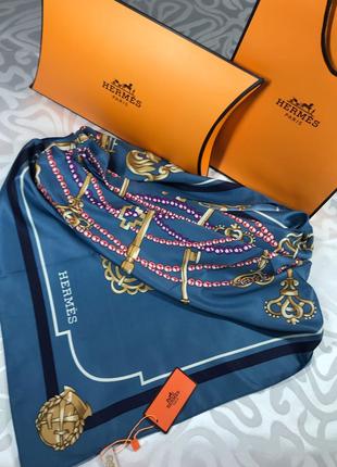 Очень красивый шёлковый платок в стиле известного бренда