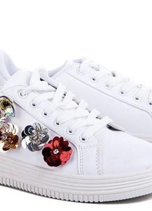 Белые кеды/пайетки/яркие/стильные/на липучках/фото на ноге