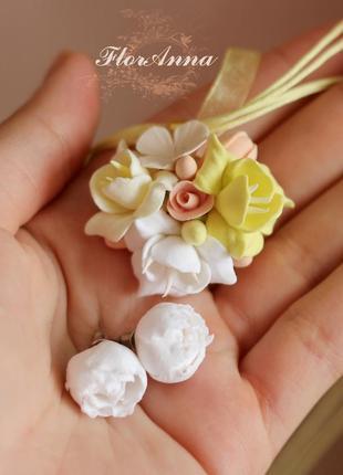 """Комплект с цветами из полимерной глины """"лимонный аромат""""(серьги и кулон)"""