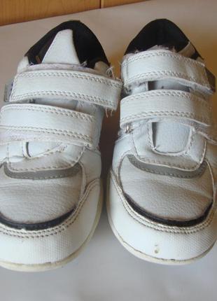 Кроссовки белые f&f