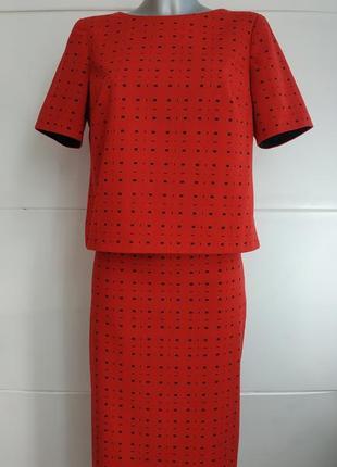 Стильный костюм с юбкой marks& spencer красного цвета с молниями