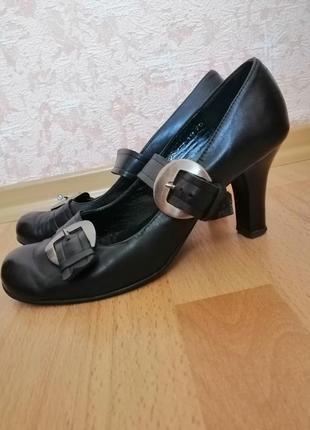Черные кожаные женские туфли