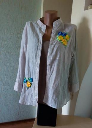 Нежнейшая вышитая атласными лентами в национальных цветах блузка