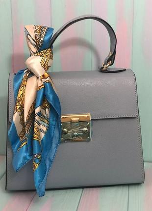 Прекрасная сумочка в комплекте с платочком