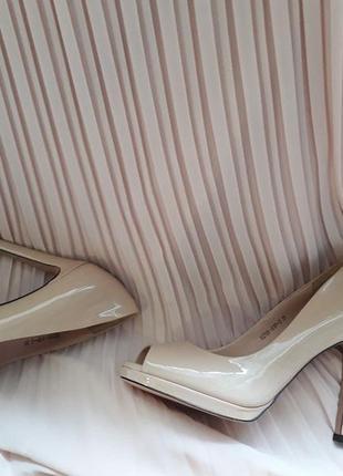 Туфли цвета пудры ( кожа, лак) с французским носком